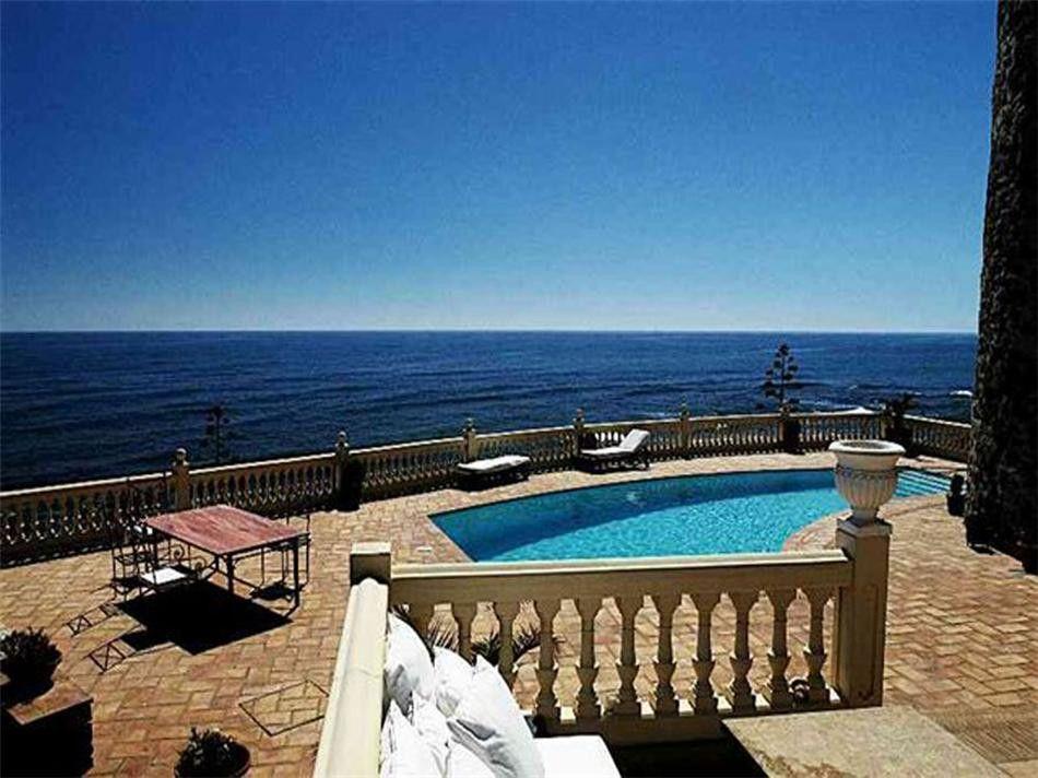 ARFV1312 - Villa en venta en primera línea de playa en Calahondda Mijas Costa