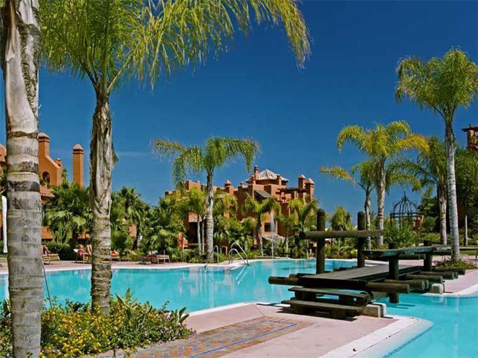 ARFA697 - Apartamentos en venta en La Alzambra Hill Club en Puerto Banus