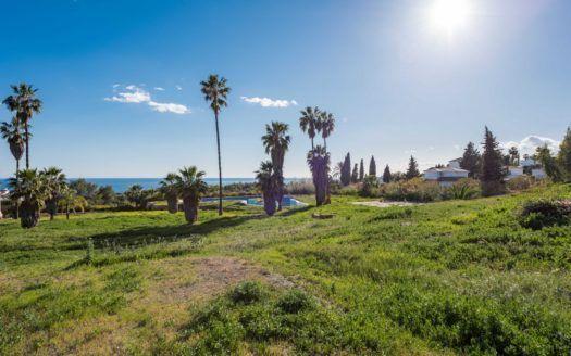 Terreno para construir 3 villas de lujo en la Milla de Oro en Marbella.