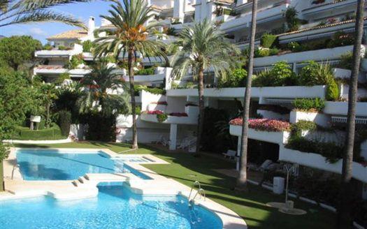 ARFA1085 - Apartamento dúplex en venta en Río Real en Marbella