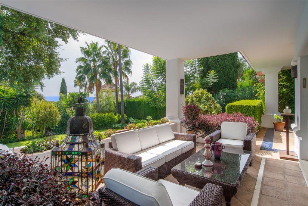 ARFV1909 - Elegante villa en Altos Reales en la Sierra Blanca en la Milla de Oro de Marbella