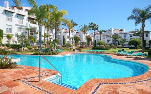 ARFA1325-285 - Apartamento de playa modernizado en venta en Costalita cerca de Estepona