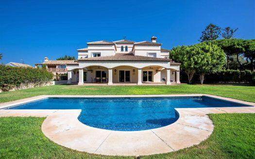 ARFV2012 - Hermosa villa de playa en venta en Artola en Marbella Este