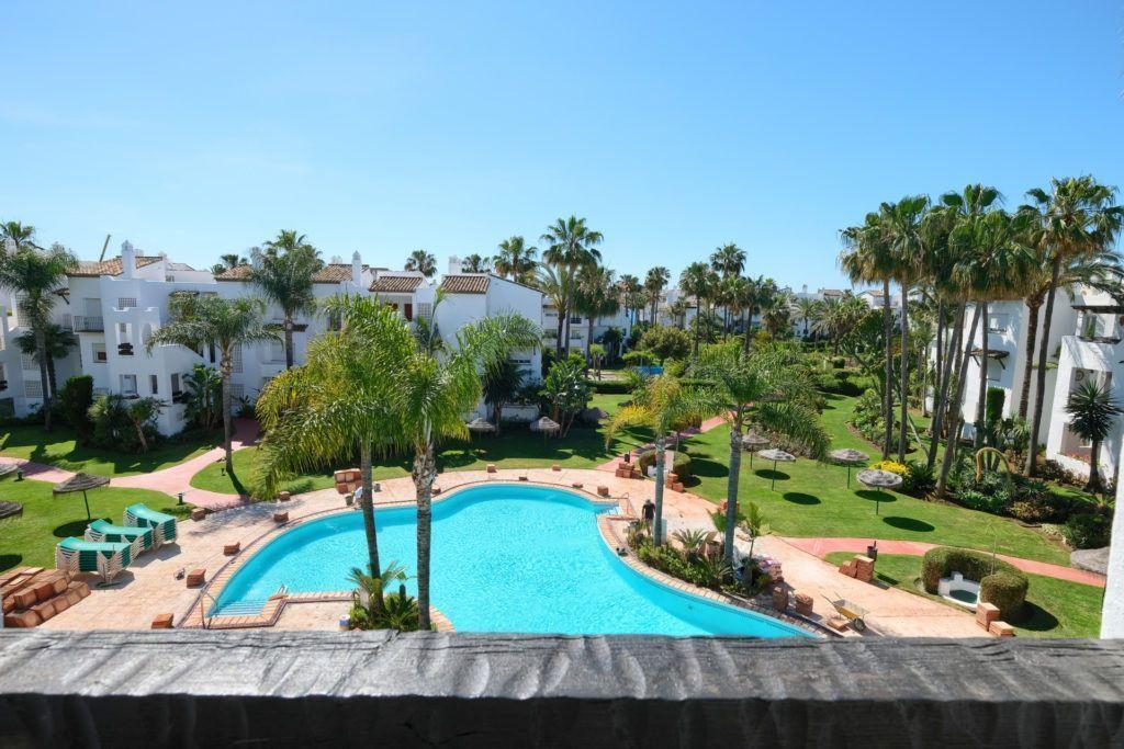 ARFA1335-293 - Apartamento renovado en venta en la playa en Costalita en Estepona!