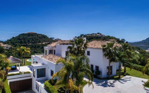 ARFV2038 - Se vende villa contemporánea con excelente orientación al sur en La Zagaleta en Benahavis