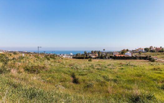 Construye la villa de tus sueños en el Valle Romano Golf en Estepona con vistas panorámicas del Mediterráneo