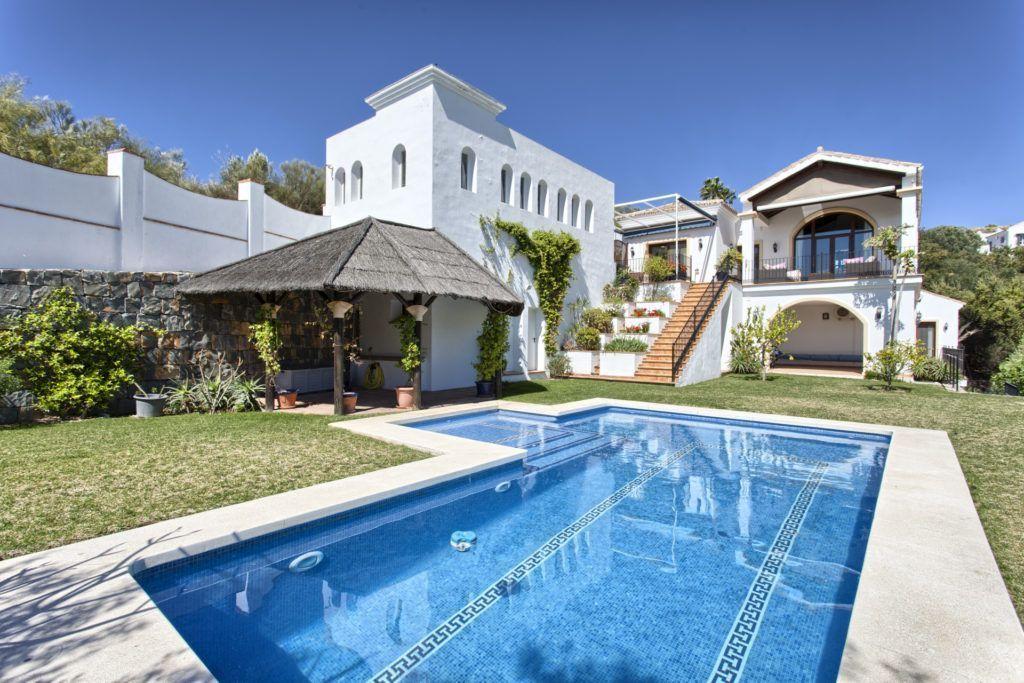 ARFV1531-251 - Villa rústica en venta en Monte Mayor en Benahavis con vistas al mar y las montañas