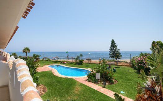 ARFA1366-306 - Apartamento de playa renovado cerca de Calahonda en venta