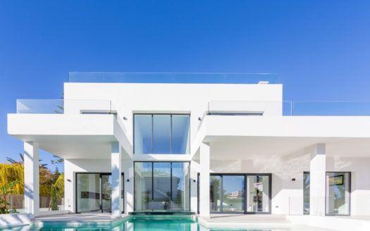 ARFV1955 - Moderna villa en venta al lado de la playa en Marbesa en Marbella