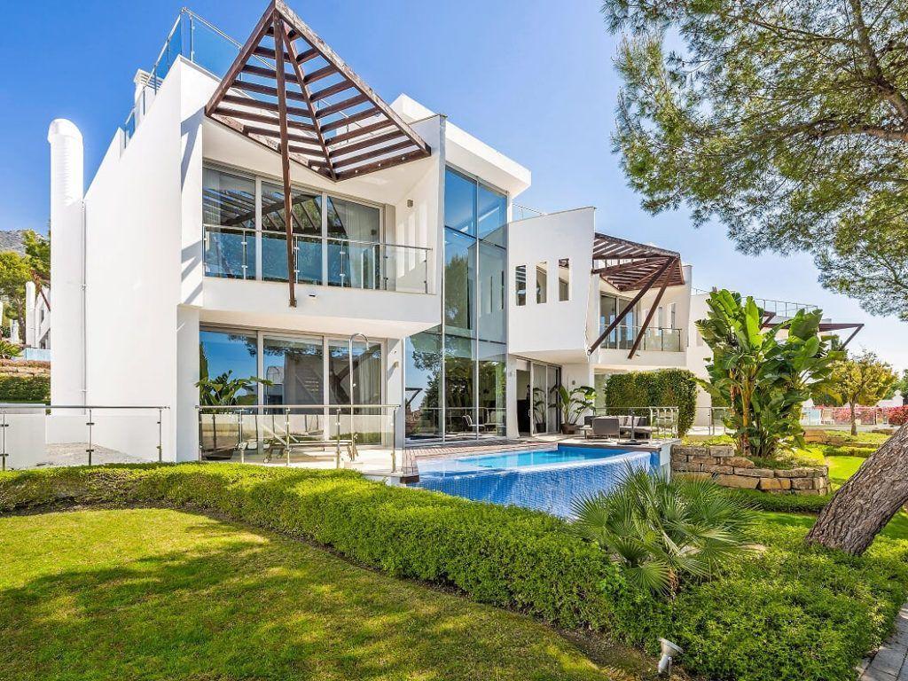 ARFTH069 - Adosadas de lujo en venta en Sierra Blanca en Marbella en zona selecta con vistas al mar