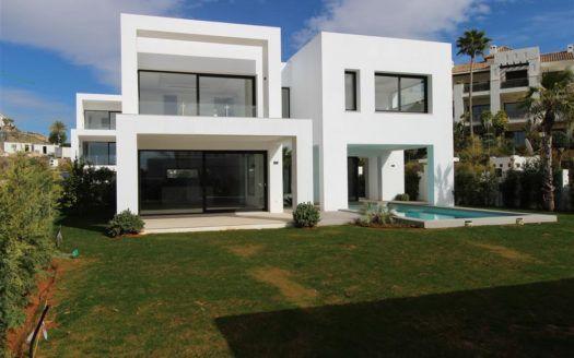 ARFV1624 - Villa en venta en El Paraiso Alto en Benahavis