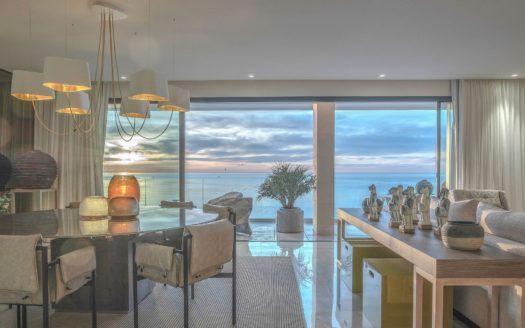 ARFA1322 - Apartamento totalmente amueblado en venta directamente en la playa en la ciudad de Estepona