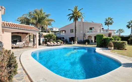 ARFV2059-271 - Villa con vistas al mar en venta en Elviria en Marbella