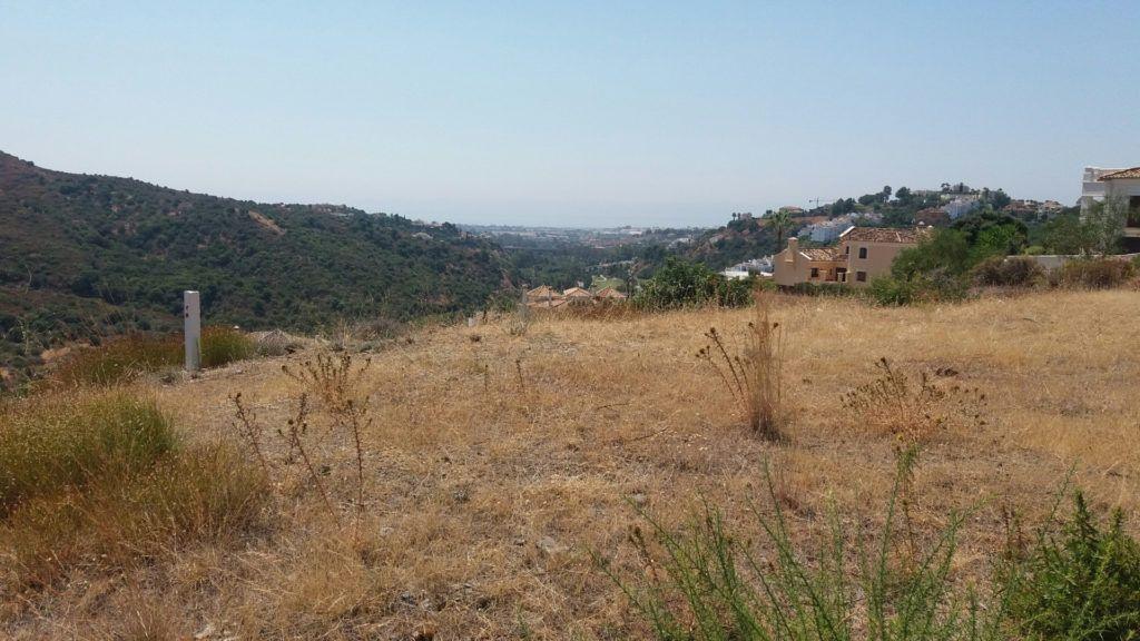 2 parcelas de construcción de villas en Lomas de la Quinta en Benahavis en venta