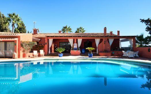 ARFV2027-255 - Super Investing - Encantadora villa en venta en la Milla de Oro en Marbella