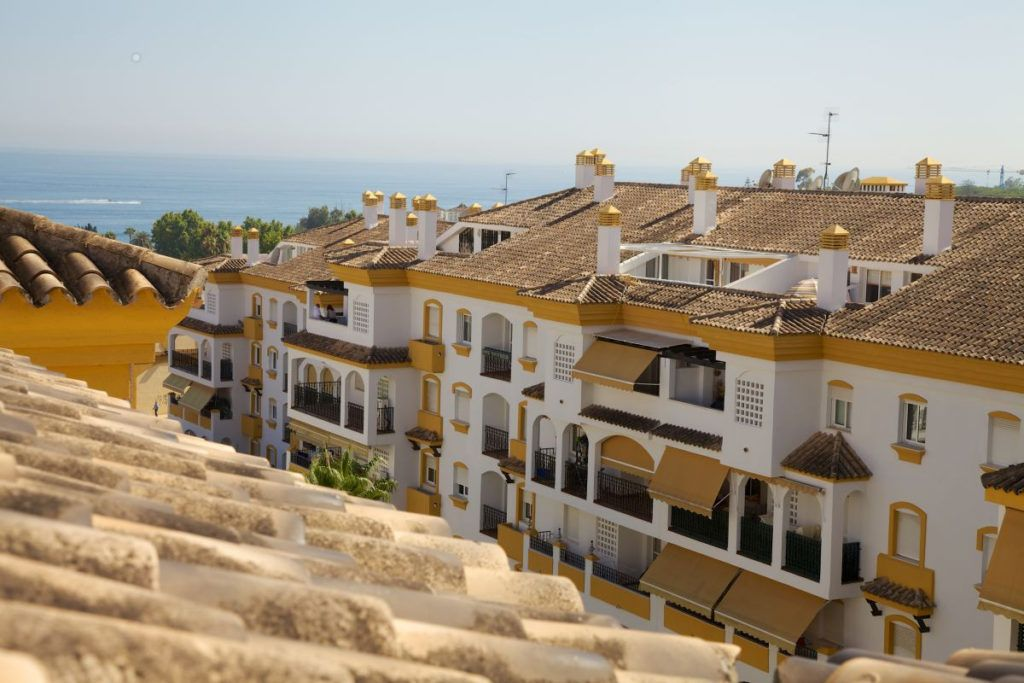 ARFA1373 - Ático dúplex frente a la playa en venta en la Milla de Oro en Marbella