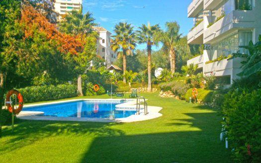 ARFA1336 - 2 apartamentos en venta en primera línea de playa en Elviria en Marbella