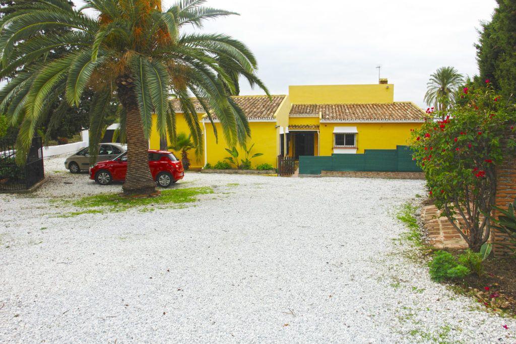 ARFV2123 - Encantadora villa rústica cerca de la playa en Estepona Este en venta