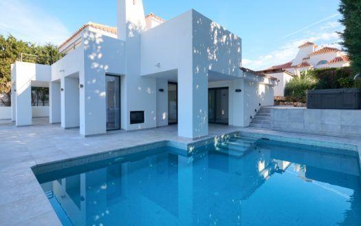 ARFV2127-327 - Villa completamente renovada en venta en Nueva Andalucía