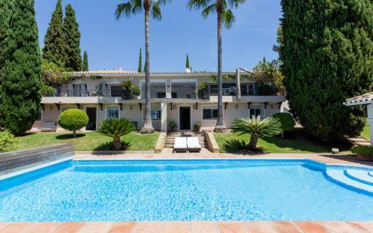 ARFV2128-305 - Villa parcialmente renovada con encanto rústico en venta en Benahavis