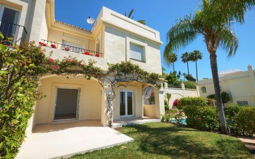 ARFTH163-291 - Casa de Adosado reformada en venta en La Quinta Hills cerca de Marbella