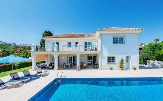 ARFV2140 - Magnífica villa en primera línea de playa en la Milla de Oro de Marbella