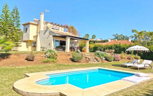 ARFAV2148 - Elegante villa andaluza en venta en Elviria en Marbella