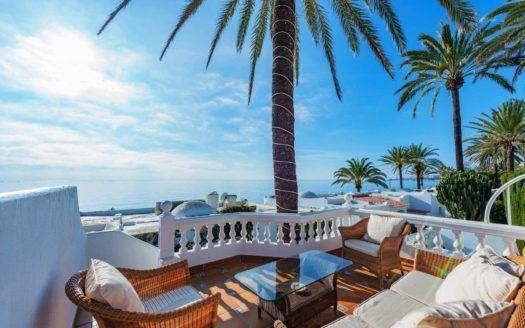 ARFV2142 - Lujoso chalet adosado con vistas al mar en la Milla de Oro de Marbella
