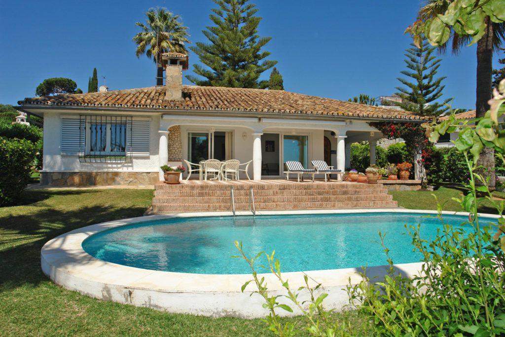 ARFV1817 - RESERVADO! Villa con vistas al mar en venta en Elviria en Marbella