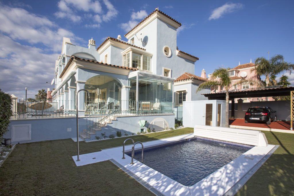 ARFV2124 - Exclusiva villa en venta en Lorea Playa en Puerto Banús