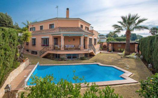 ARFV2154 - Villa andaluza en venta en Atalaya Rio Verde en Nueva Andalucía