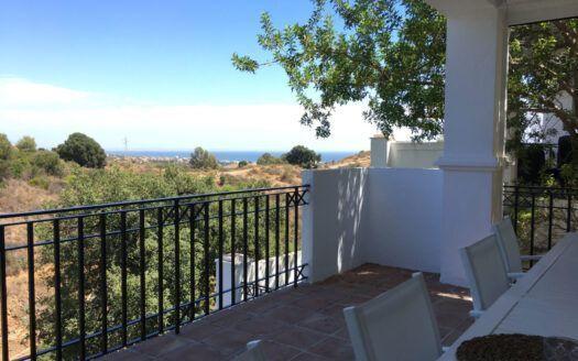 ARFA1410 - Apartamento de 3 dormitorios con vistas al mar en venta en Pueblo de Los Monteros en Marbella