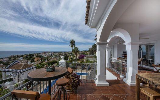 ARFV2167 - Se vende villa andaluza con vistas panorámicas en la Riviera del Sol en Mijas