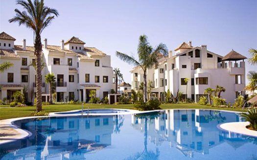 Apartamento en venta en El Paraiso Alto en Benahavis con vistas al mar