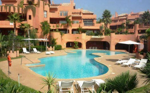 Apartamentos y Áticos en venta en Los Monteros Playa en Marbella
