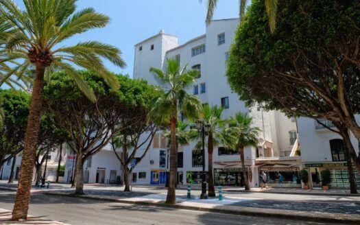 ARFA -344 Apartamento completamente reeformado en Puerto Banús en Marbella