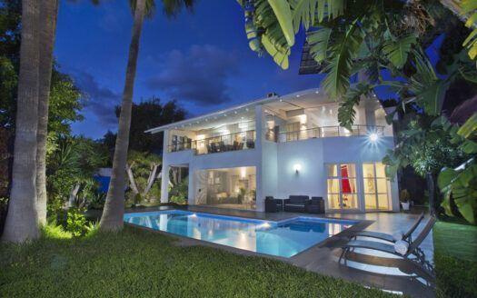 ARFV2183 - Villa moderna con vistas al mar
