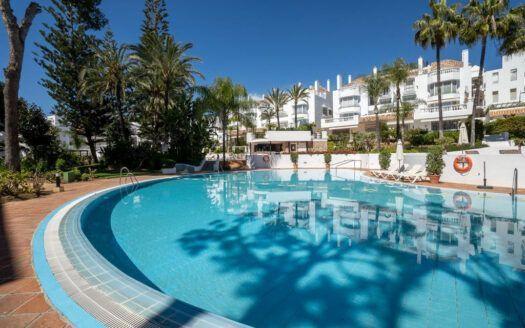 ARFA1437 - Apartamento directamente en la playa en venta en Elviria en Marbella