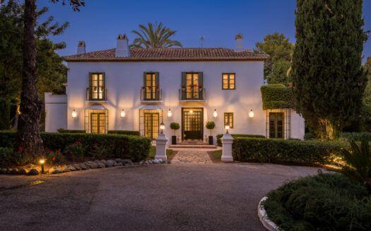 ARFV2192 - Fantástica villa con vistas panorámicas en venta en Altos Reales en la Milla de Oro de Marbella