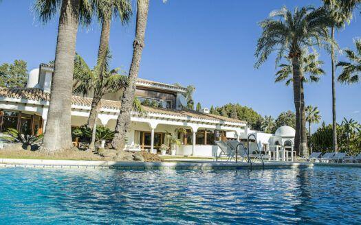 ARFV2205-381 Villa con gran parcela en Guadalmina Baja