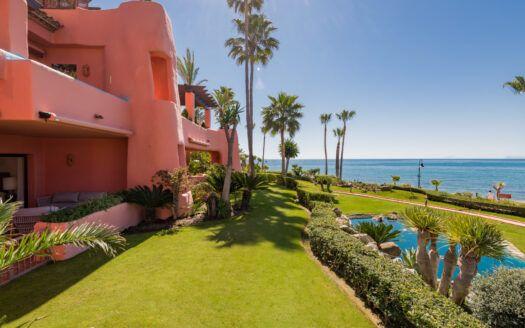 ARFA1453-383 Apartamento con jardín en primera línea de playa