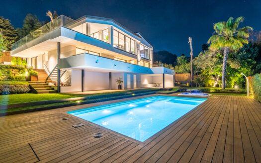 ARFV2196 Se vende nueva villa junto a la playa con vistas panorámicas al mar en Marbesa en Marbella